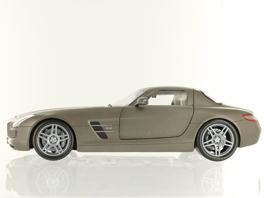 Mercedes Benz Sls Amg 2011 By Minichamps In 1 18